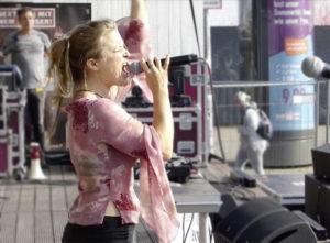 Mona Deutschmann - Live beim Friedensfest in Hamburg